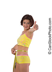 Linda chica midiendo su pequeña cintura