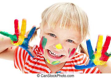 Linda niña con las manos pintadas