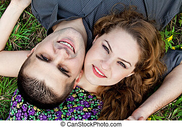 Lindo retrato de pareja - amantes felices