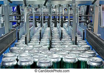 Llena de latas de bebidas