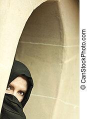 llevando, mujer, islámico, ventana, cauteloso, burqa, cristal, niqab, o