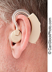 llevando, persona, audífono