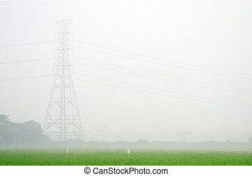 Lluvia matinal y torres de alto voltaje