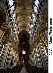 lnterior de catedral notre Lady, reims, champaña, Francia