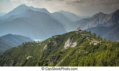 Logia de montaña en la cima de la austria