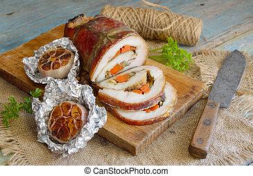Lomo de cerdo relleno con ajo al horno