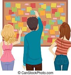 Los adolescentes publican notas en el tablero de ilustraciones