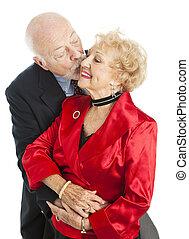 Los ancianos de las vacaciones - beso para ella