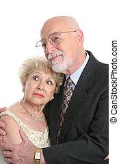 Los ancianos preocupados se enfrentan al futuro