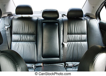 Los asientos de atrás en un auto