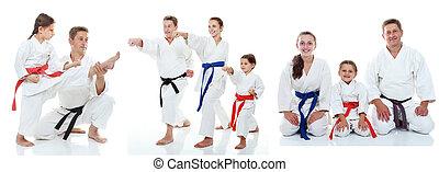 Los atletas familiares muestran karate