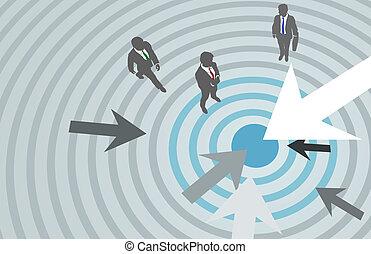 Los empresarios lanzan flechas al centro de marketing
