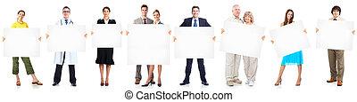 Los empresarios se agrupan con estandarte.
