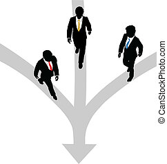 Los hombres de negocios caminan tres caminos juntos hacia uno