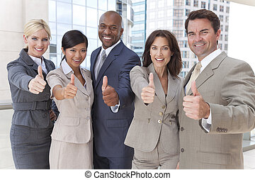 Los hombres de negocios interraciales hacen dedo