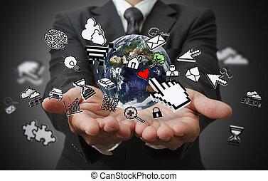 Los hombres de negocios muestran el concepto de Internet