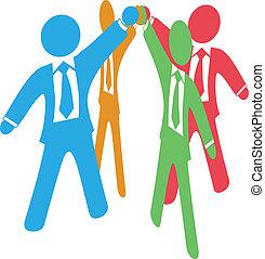 Los hombres de negocios trabajan juntos