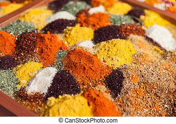 Los ingredientes de condimento con especias de pimienta en el mercado de alimentos