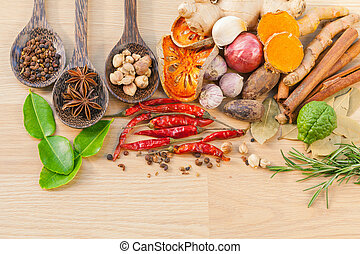 Los ingredientes para cocinar comida. - Sabor de especias