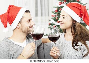 Los jóvenes disfrutan la Navidad con vino