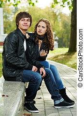 Los jóvenes en una relación conflictiva