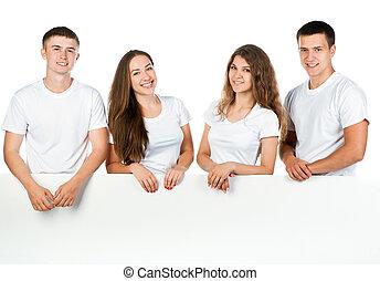 Los jóvenes salen de la pizarra blanca