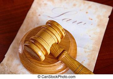 Los jueces cedieron con papel viejo