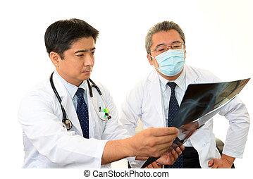 Los médicos confiesan juntos