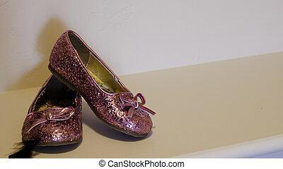 Los zapatos de la chica rosada