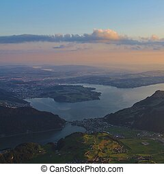Lucerne al amanecer, vista desde el monte Stanserhorn.
