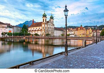 Lucerne por la mañana, Suiza
