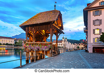 Lucerne por la noche, Suiza