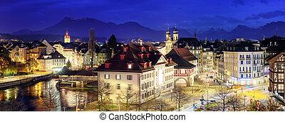 Lucerne, Suiza, vista panorámica por la noche