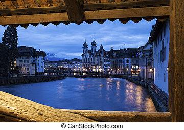 Lucerne visto desde el puente Spreuer
