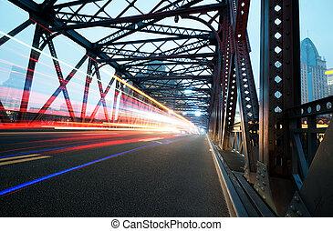 Luces de tráfico nocturno