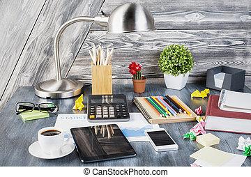 Lugar de trabajo creativo y desordenado