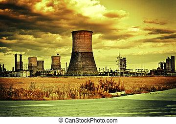 Lugar industrial y paisaje nublado