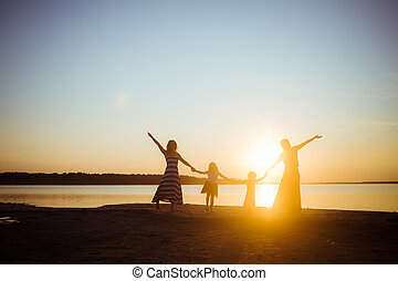 luz, amistad, ocaso, tenencia, pasatiempo, manos, generation., silueta, gente, más joven, más viejo, humor, bueno, fondo., freedom., uno al otro