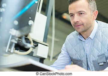 máquina, impresión, operar, prensa, trabajador