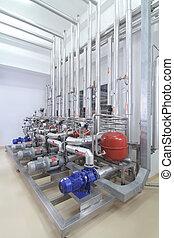 Máquinas en una planta de producción farmacéutica