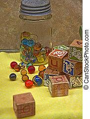 Mármol y juguetes de bloque