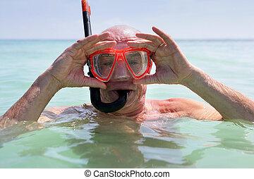 más viejo, snorkeling, hombre