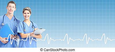 Médico profesional por encima de la atención médica.