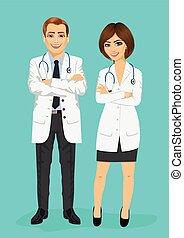 Médicos varones y mujeres con los brazos cruzados