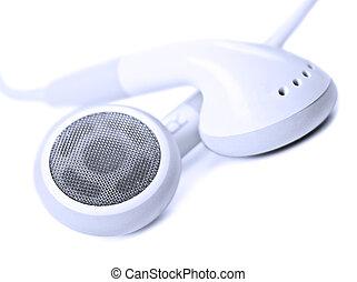 Macro se acerca a los auriculares blancos, muy poco profundo