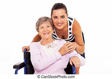 Madre mayor con su hija adulta