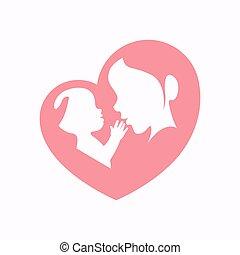 Madre sosteniendo un bebé en forma de corazón silueta