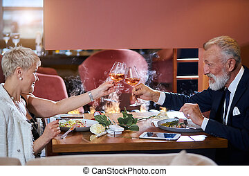 maduro, restaurante, comida, pareja, juntos, fining