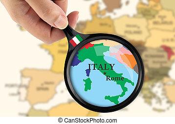 Magnificando vidrio sobre un mapa de Italia