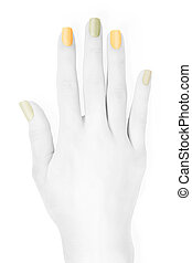 Mano con uñas de colores